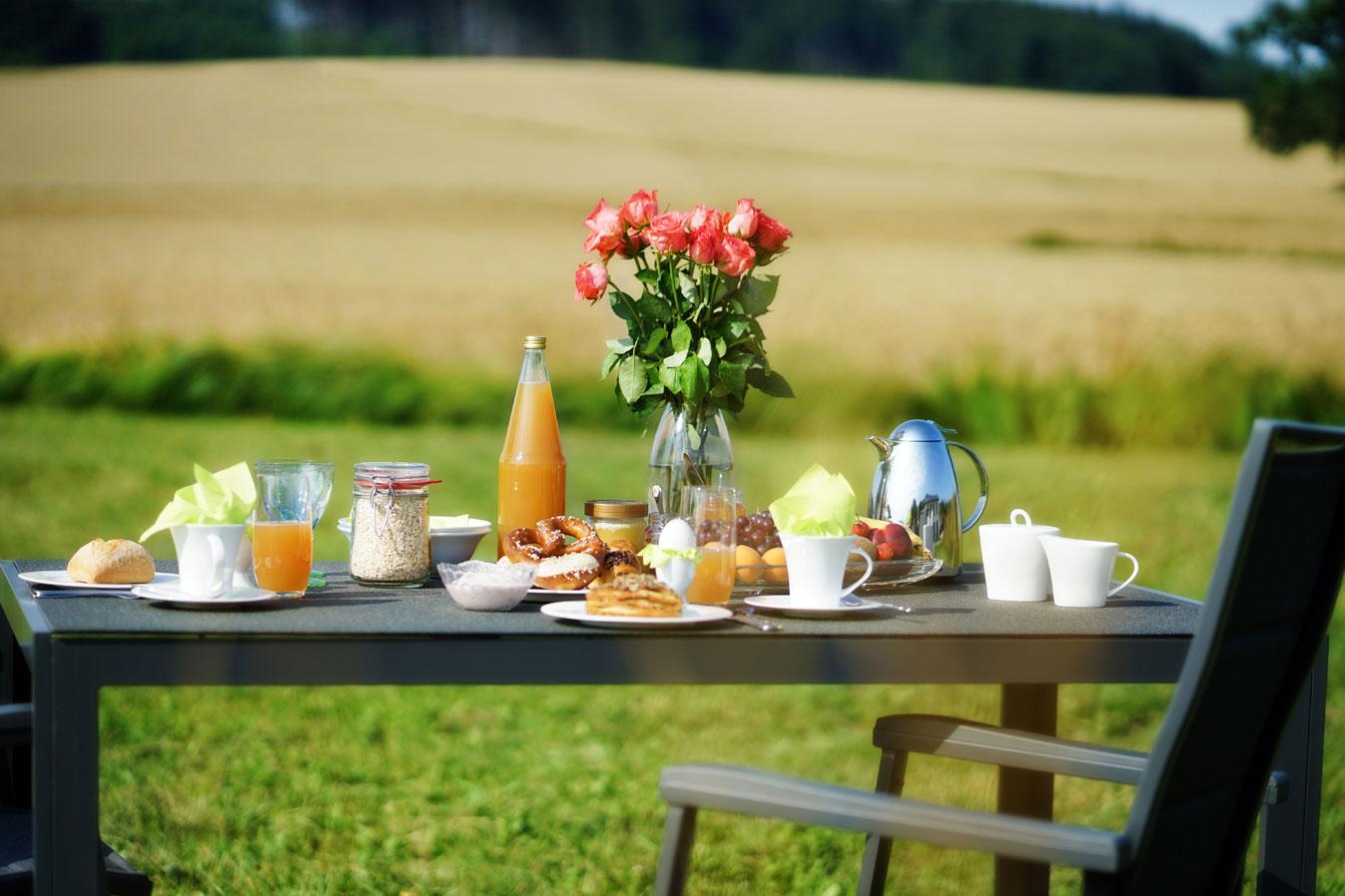 Frühstück inmitten der Natur