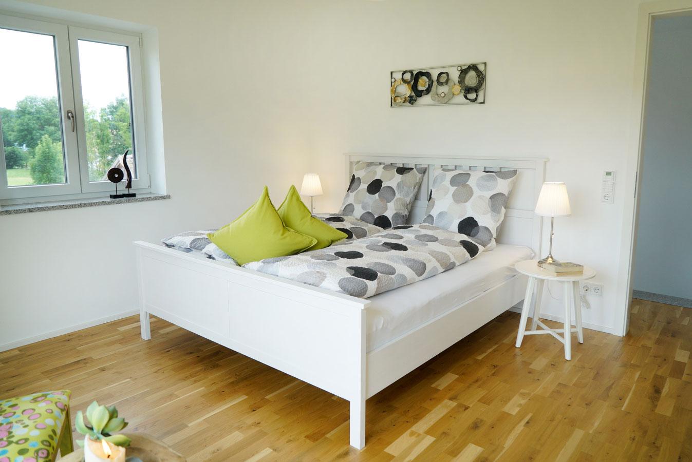 Erstes Schlafzimmer mit Panoramafenster