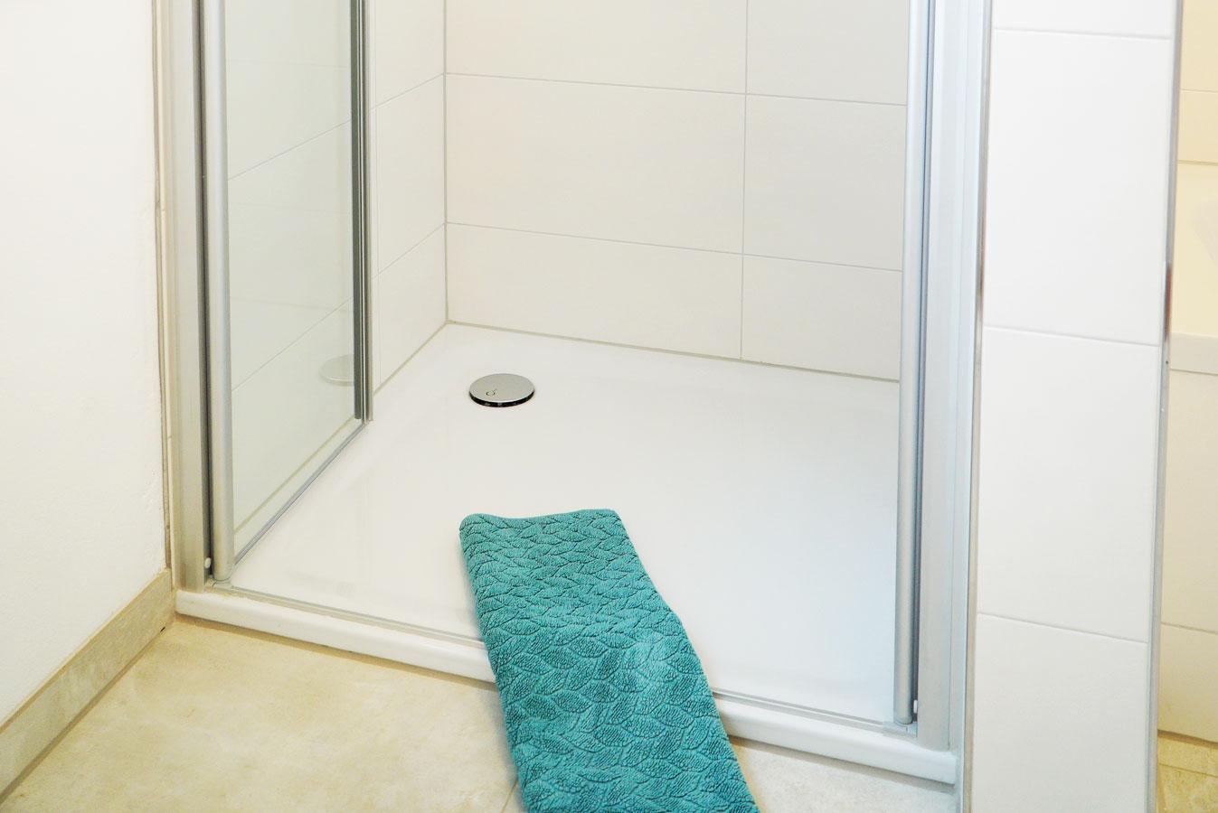 Leicht begehbare Dusche