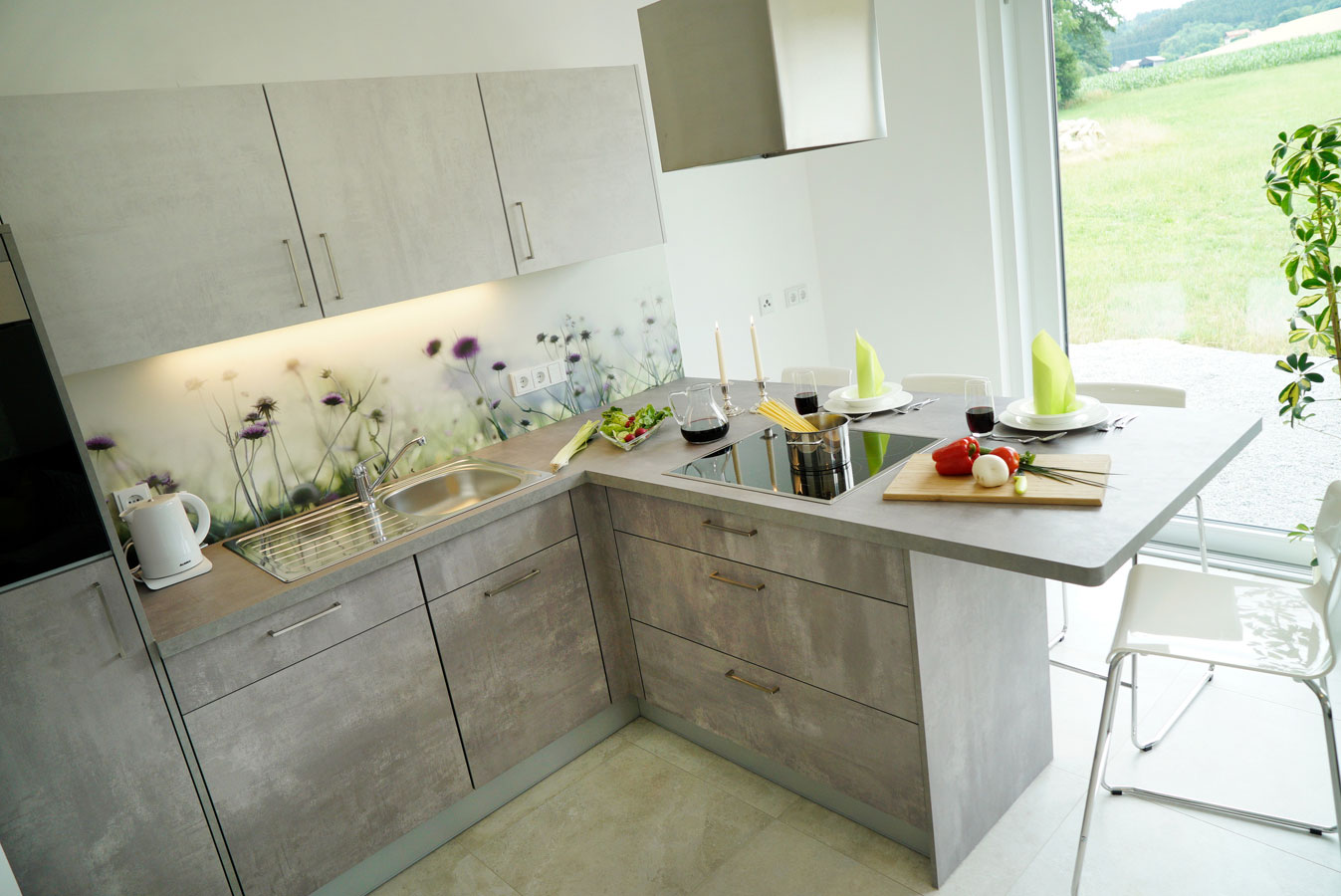 Voll ausgestattete moderene Küche und Panorama Weitblick